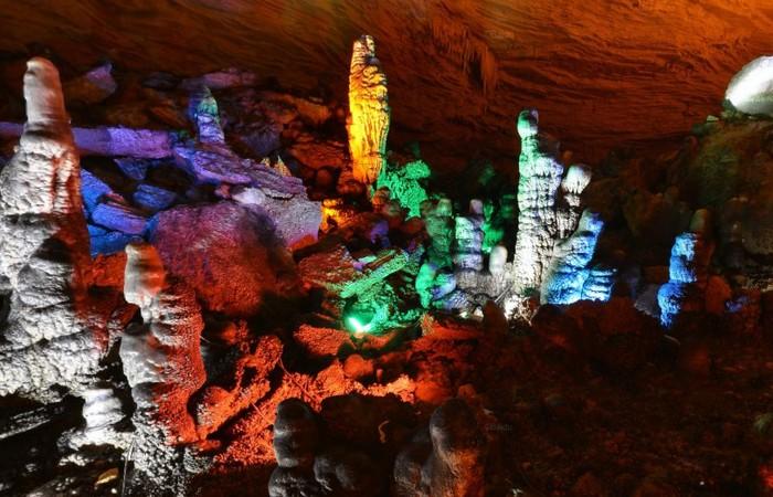 http://www.visitourchina.com/zhangjiajie/attraction/yellow-dragon-cavern.html