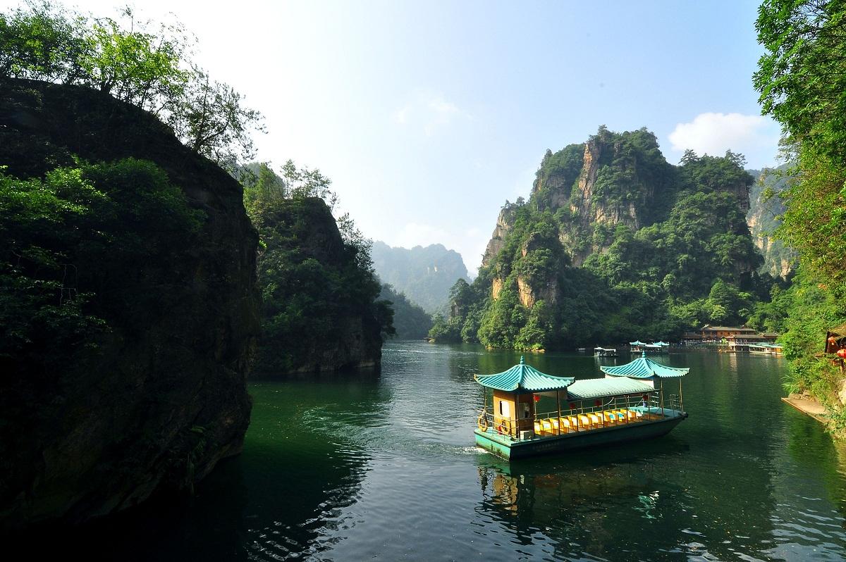 https://smilewanderer.wordpress.com/2012/09/05/zjj-part-3-baofeng-lake/