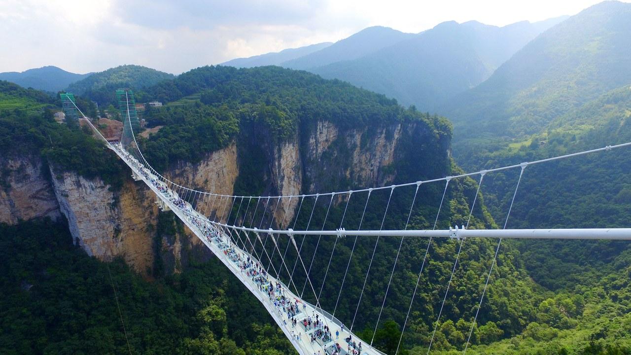 https://www.architecturaldigest.com/story/worlds-tallest-longest-glass-bridge-closed-down