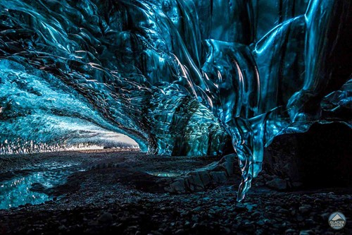 https://www.glacierguides.is/blog/ice-caves